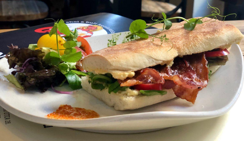 Tojáskrémes baconos szendvics